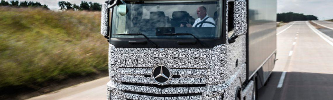 Mercedes-Benz prueba el primer prototipo de camión autónomo