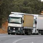 El Tribunal Europeo declara ilegal el requisito de los tres camiones en España